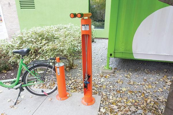 Bike fix station