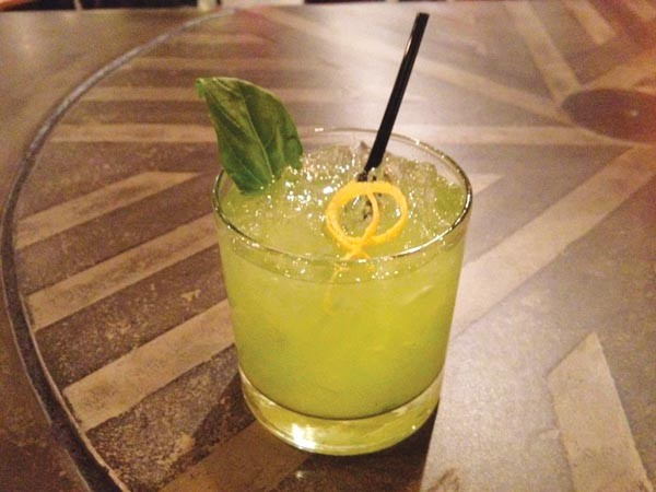 Burgh'ers' basil lemonade