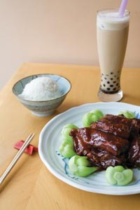 Country-style spare ribs with baby bok choy and black-bubble tea - HEATHER MULL