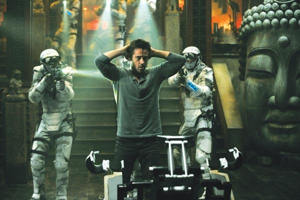 Douglas Quaid (Colin Farrell) runs into some bad memories.