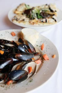 Garlic and Guinness mussels - HEATHER MULL