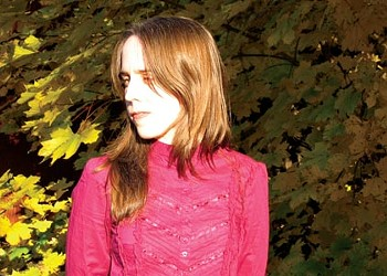 Emily Pinkerton blends old-time and Chilean music on her album <i>Valpara&iacute;so</i>