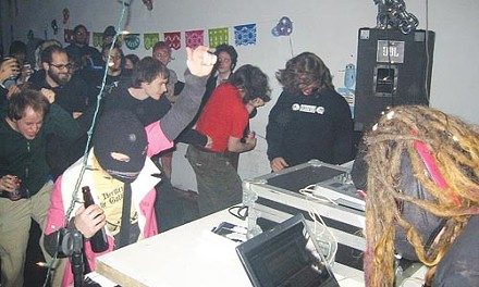 Hardly highfalutin': Philadelphia's Statas rocks the crowd at On Gallery, winning the 2006 Galactic AssDragon Classic.