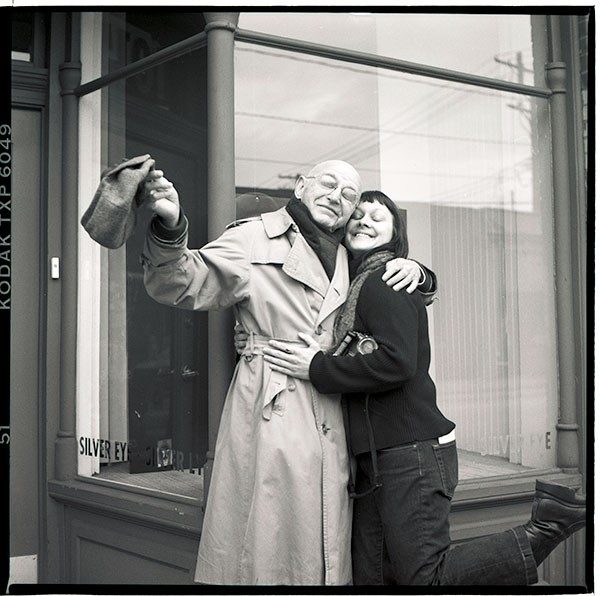 Heather Mull with Duane Michals in 2004 outside Silver Eye Center for Photography