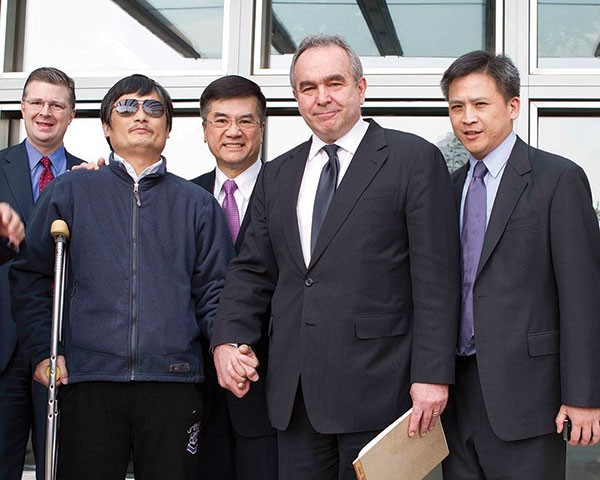 Human-rights lawyer Chen Guangcheng (in sunglasses); U.S. Ambassador to China Gary Locke (center); and former Assistant Secretary of State Kurt Campbell, in 2012 (front row, right).