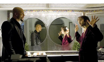 It's done with mirrors: Common and Jeremy Piven take a moment's reflection.