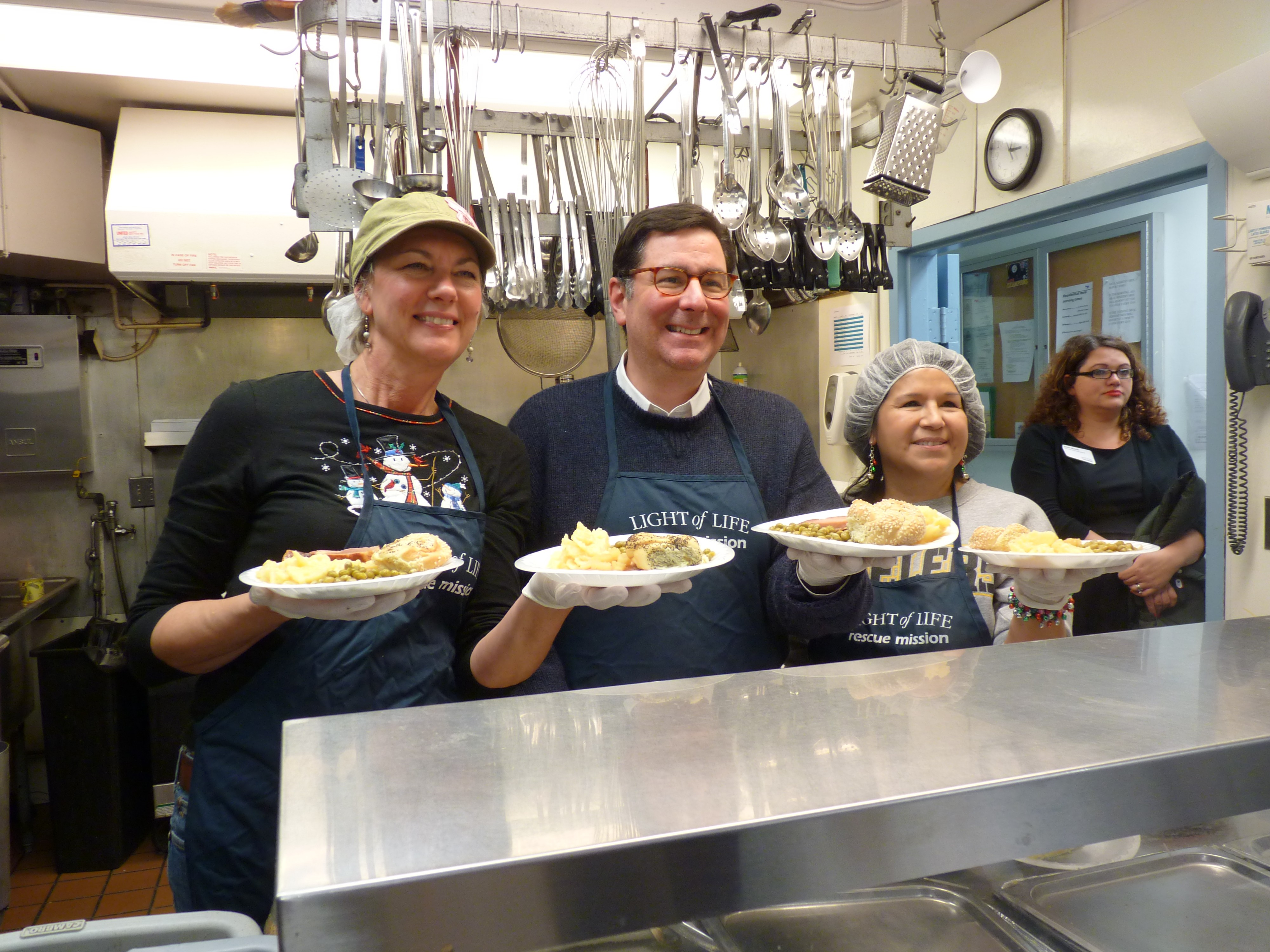 Click To Enlarge Mayor Peduto Stopped By To Talk With Volunteers And Media  About Poverty In Pittsburgh.
