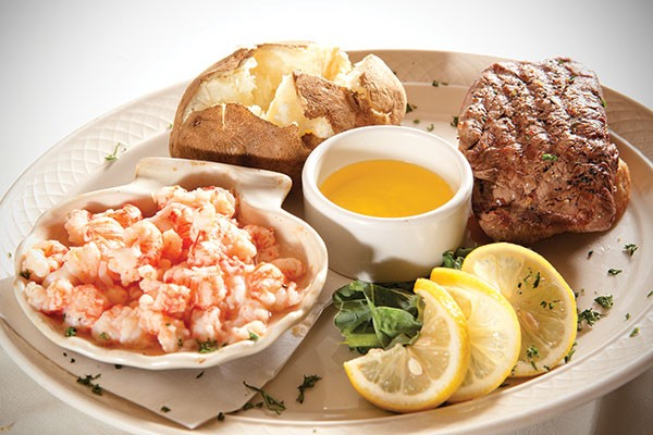Lobster kettle and beef filet