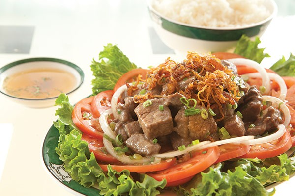 Lock lack: marinated beef tenderloin, with lettuce, tomatoes, onions and shallots
