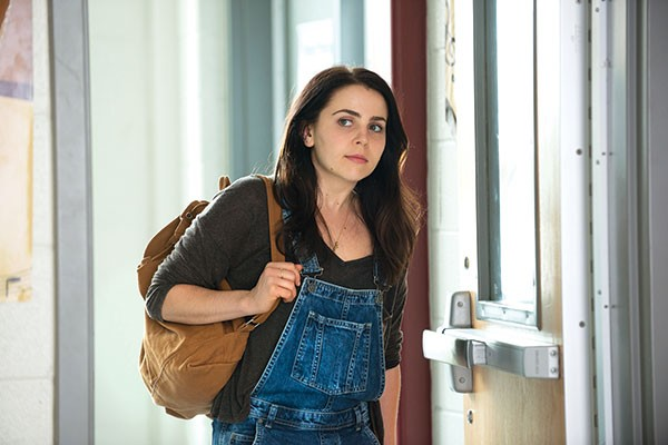 Mae Whitman in The DUFF film