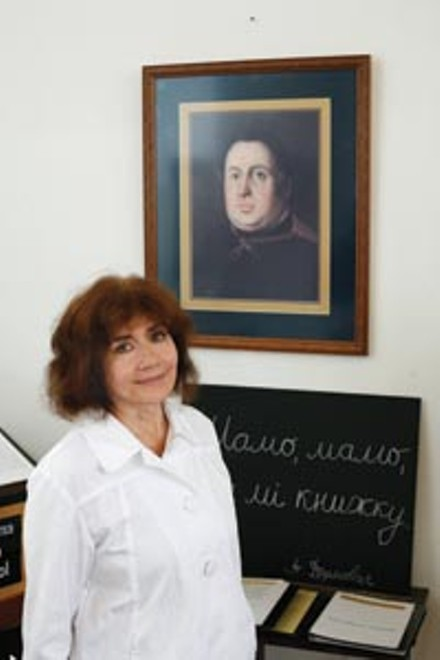Mary Sann Sivak, before a portrait of Aleksander Duchnovi - HEATHER MULL