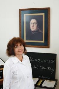 Mary Sann Sivak, before a portrait of Aleksander Duchnovi - HEATHER MULL