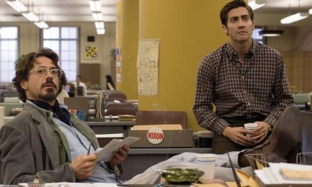News-desk detectives Avery (Robert Downey Jr.) and Graysmith (Jake Gyllenhaal)