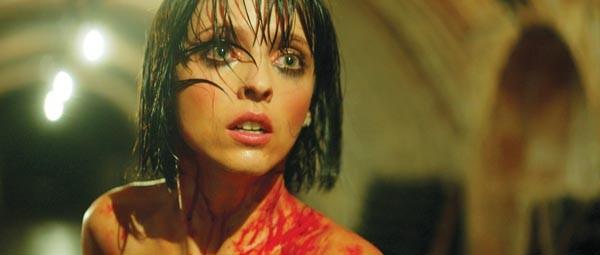 The bloody, beautiful bride (Leticia Dolera)