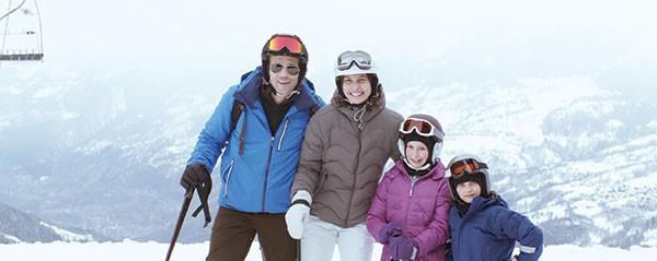 Tomas (Johannes Kuhnke), Ebba (Lisa Loven Kongsli) and their kids pose as a happy family