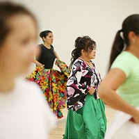 Toshiko Shiroma participates in a Calle Bomba Series Workshop