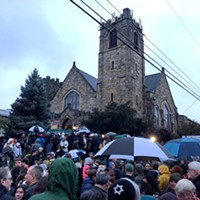 Vigil brings hundreds to Squirrel Hill to mourn victims of Tree of Life synagogue shooting