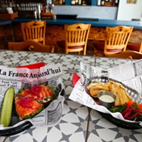 New North Side pub offers orderly menu of two salads, five sandwiches, and a few snacks