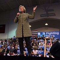 Hillary Clinton rallies supporters in Pittsburgh