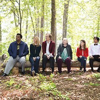 A dog and six guests on a log: Craig Robinson, Lisa Kudrow, Stephen Merchant, June Squibb, Anna Kendrick and Tony Revolori