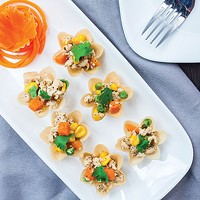 <i>Kra tong thong</i>: Herbed minced chicken, sweet corn and carrot in crispy pastry shells