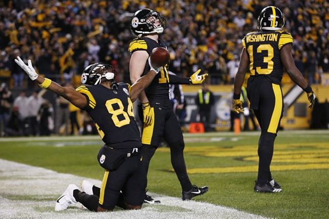 Antonio Brown celebrates the Steelers second and final touchdown of the game. - CP PHOTO: JARED WICKERHAM