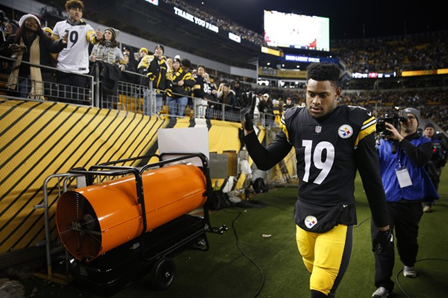 JuJu Smith-Schuster waves to fans after watching the Browns lose to the Ravens on the big screen. - CP PHOTO: JARED WICKERHAM