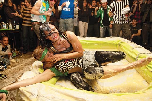 Valentine's Pudding Wrestling Massacre at Spirit - ROB DE LA CRETAZ