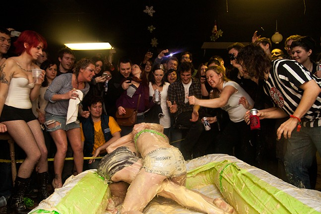 Valentine's Pudding Wrestling Massacre - ROB DE LA CRETAZ