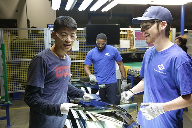 Chinese and American employees work together at Fuyao - AUBREY KEITH/NETFLIX