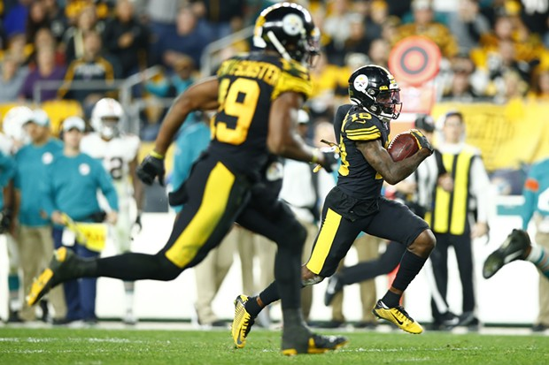 Diontae Johnson #18 of the Pittsburgh Steelers runs in for a 45-yard touchdown. - CP PHOTO: JARED WICKERHAM
