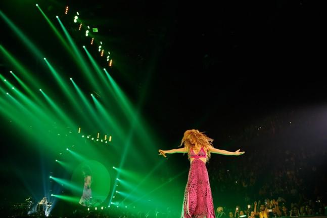 Shakira, Shakira - XAVI MENOS