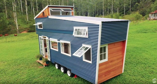 SCREENSHOT OF LIVING BIG IN A TINY HOUSE