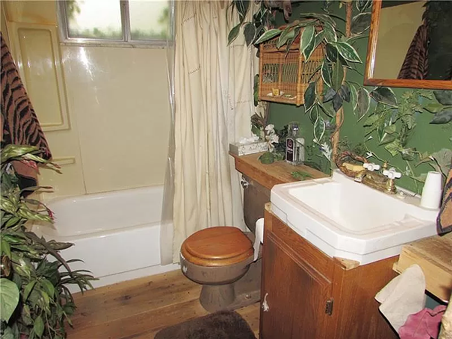 I would drink a pina colada in this bathroom - COURTESY OF ZILLOW