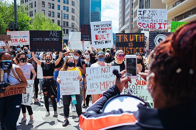 Thousands gather in Downtown Pittsburgh on Sat., May 30 to protest the death of George Floyd. - CP PHOTO: JARED MURPHY