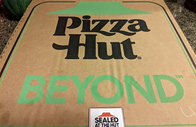 Pizza Hut Beyond Italian Sausage pizza - CP PHOTO: AMANDA WALTZ