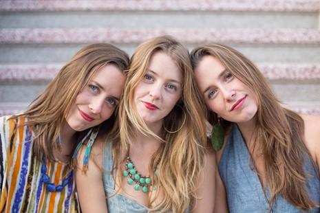 The T Sisters (Erika Tietjen, center)