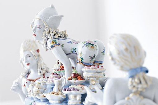 """Covet,"" a sculpture by Chris Antemann in collaboration with Meissen. © Meissen Couture"