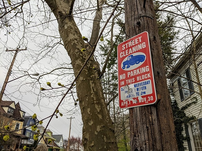 Street cleaning sign - CP PHOTO: AMANDA WALTZ