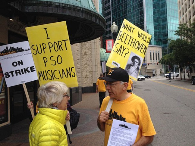 Pittsburgh Symphony musicians and supporters picket outside Heinz Hall in September 2016 - CP FILE PHOTO