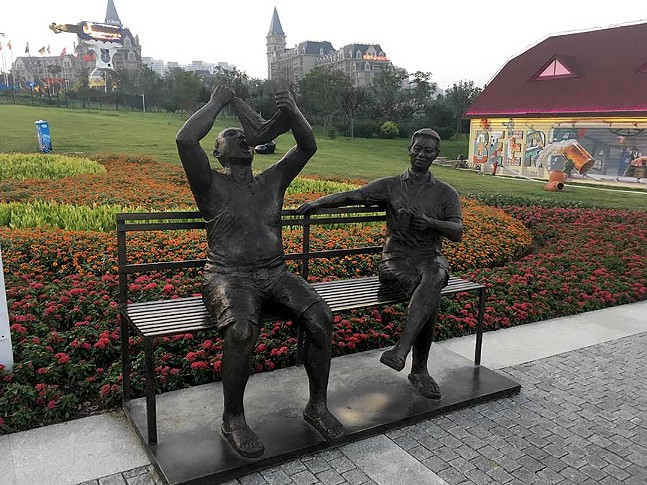 18-statue-3.jpg