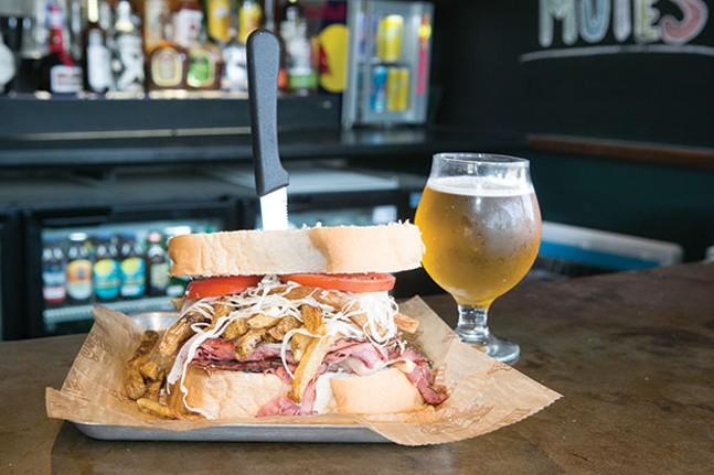 Primanti's sandwich - CP PHOTO BY JOHN COLOMBO