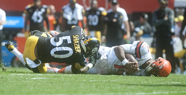 Steelers linebacker Ryan Shazier tackles Browns quarterback DeShone Kizer during the second quarter.