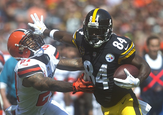 Antonio Brown stiff-arms Jamar Taylor.