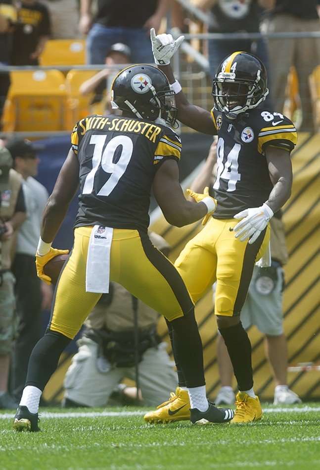 Antonio Brown celebrates with teammate Juju Smith-Schuster after Smith-Schuster scored a touchdown.
