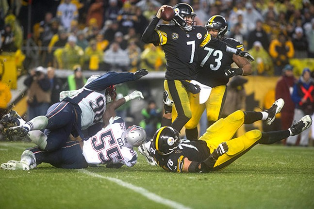 Ben Roethlisberger tries to avoid the Patriots pass rush in the fourth quarter.
