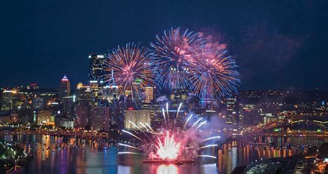 Pittsburgh loves fireworks - CP PHOTO BY JAKE MYSLIWCZYK