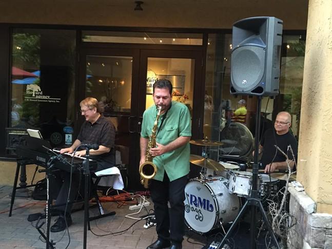 rml_jazz_trio_at_table_86.jpg