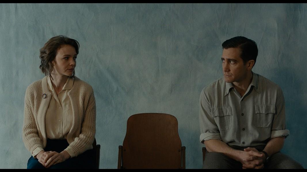 Carey Mulligan and Jake Gyllenhaal in Wildlife - IFC FILMS