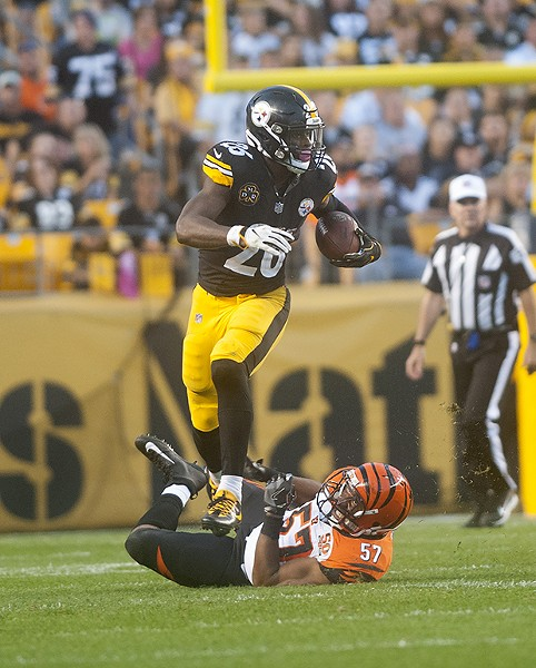Le'Veon Bell gets past Vincent Rey of the Bengals.